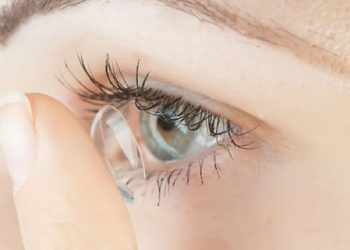 lente de contato irritando o olho